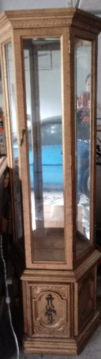70's Curio Cabinet in good condition all glass shelves in tact.  $75.00 or best offer Boston, MA, USA