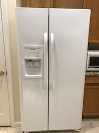 white side-by-side refrigerator with dispenser Alexandria, 22312