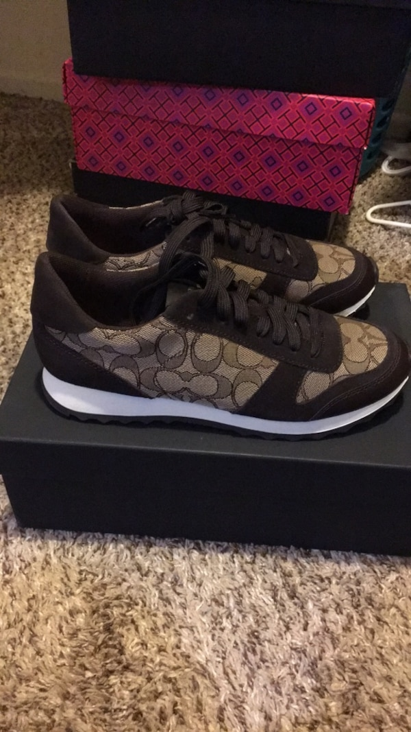 New coach sneaker  9 with box