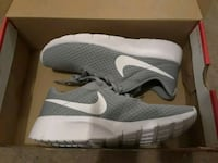 Nike running shoes in box Merced, 95348