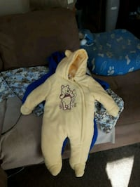 Size 6 to 9 months snow suit!  Toronto, M1J 3G1