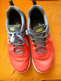 Mens Nike Running Shoes ... size 11... will trade for food processor   Toronto, M4X 1G6