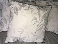 4 Large Accent/ throw pillows Like New Edmonton, T5T 2B3