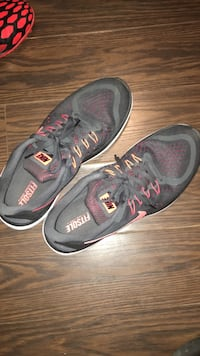 pair of gray-and-red Nike Fitsole low-top shoes Mississauga, L5M 6E6