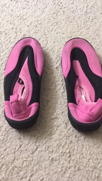 pair of pink-and-black Nike running shoes Falls Church, 22043