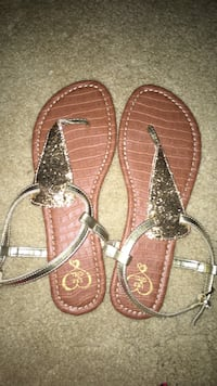 Pair of glittered gold-and-brown leather t-strap flat sandals, never worn. great condition. size 9 Brandon, 39042