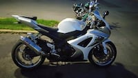 White and black yamaha sports bike Washington, 20019