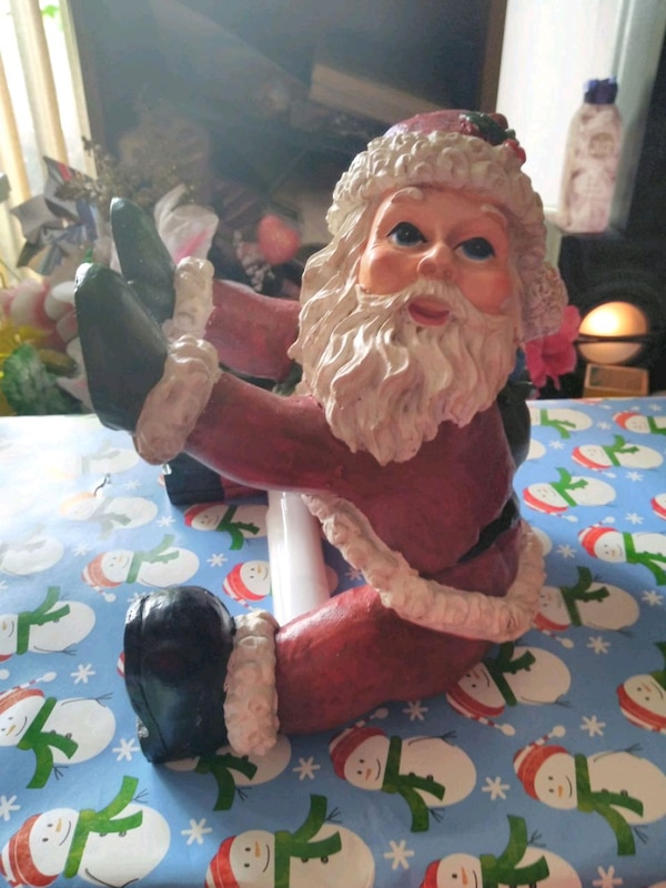 Brand new Santa Claus toilet paper holder 0