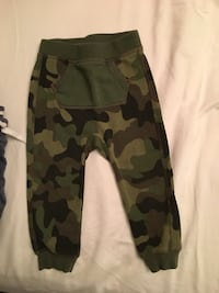 Size 12-18 month boys pants Toronto, M4J 2B6