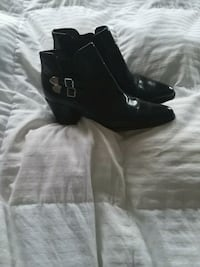 Ladies black size 8 1/2 black boots worn once Toronto, M1E 4X7