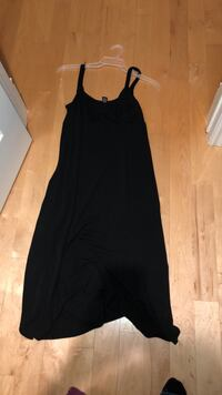 Néw and like new maternity dresses