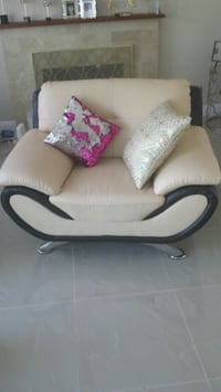 Modern Leather Accent Chair New. Pomona, 91767