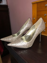 pair of gray glittered pointed-toe pumps New York, 10025