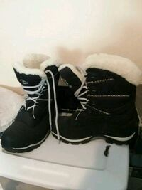 pair of black-and-white boots Clinton, 20735