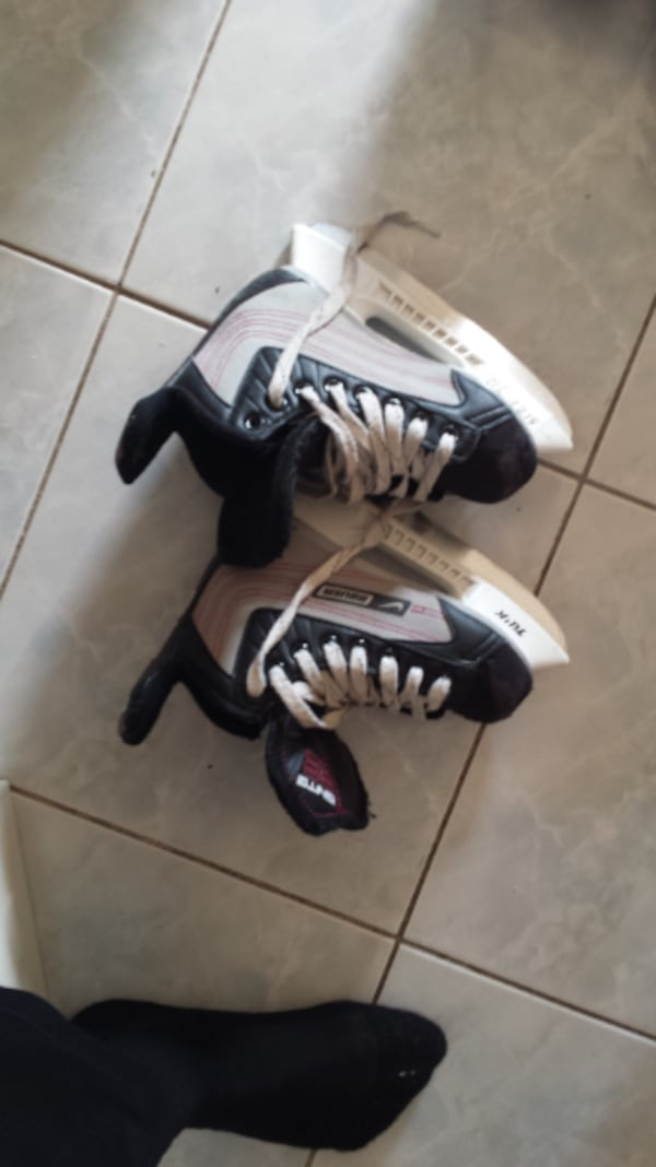 skates\helmets for 15-25$ each great condition and good brands ffa4057f-10fe-423f-a0c6-39353131a4f2