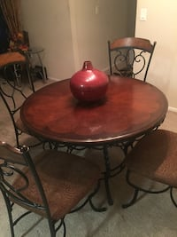 round brown wooden table with four chairs dining set Winter Park, 32792