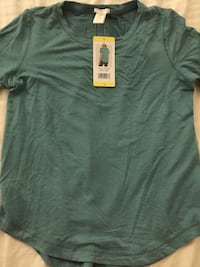 NEW-Women's Athletic Shirt Size Small Chicago, 60614