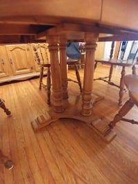 Table with 4 chairs and hutch Hamilton, L8K 2J8