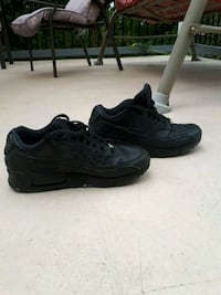 Nike Air Max (Black) (Size 8.5) Surrey, V3R 4Y2