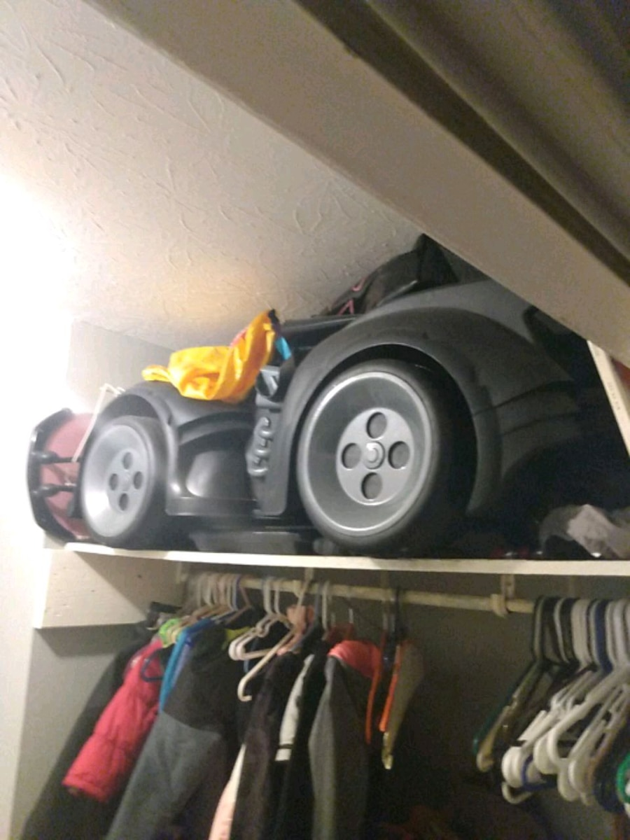Photo Batman car hardly been rode in and it's a big power wheels
