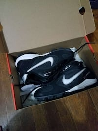 Like new condition cleats Hobart, 46342