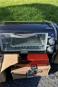 Black & Decker toaster oven. Barely used. Smithtown, 11787
