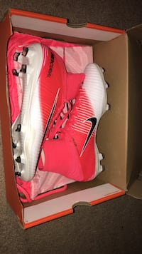 Pair of white-and-red nike cleats Fremont, 94536