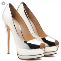 women's pair of white leather platform pumps District Heights, 20747