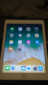 Ipad 5th gen 32gb wifi never used..mint... VANCOUVER