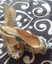Used Once! Beautiful GUESS Sandles Size 8 Toronto