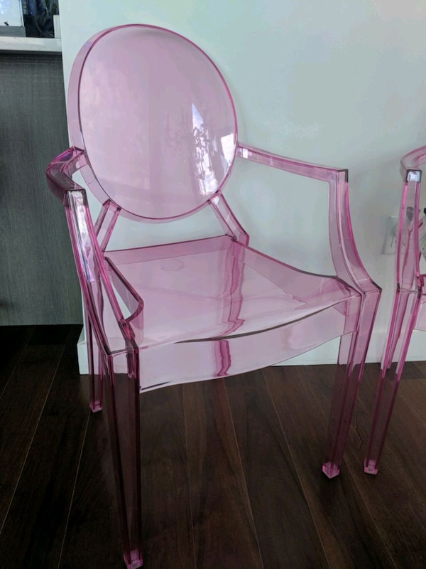 2 pink chairs