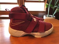 Nike Lebron Soldier basketball shoes size 1 Robbinsdale, 55412