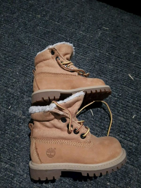 Toddler size 6 Timberland boots cb3b1e81-faa3-4447-a8ae-cdfaee268f92
