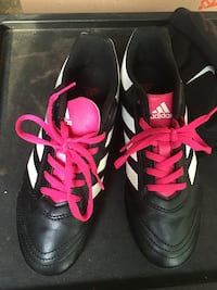 Adidas cleats girls size 4 1/2 Fort Worth, 76137