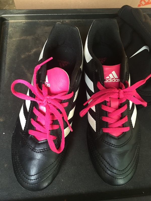 Adidas cleats girls size 4 1/2