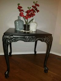 Beautiful end table  Edmonton, T5Y 2S9
