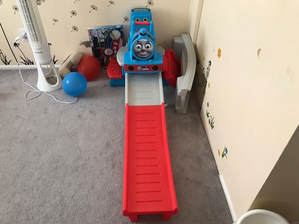 Thomas the tank engine toy set