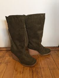 Women's size 7 Forest Green wedge Boots Nashua, 03060