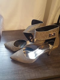 pair of silver pointed-toe pumps London, N5Z