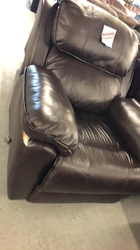 black leather 2-seat sofa Montréal, H2N 1R1