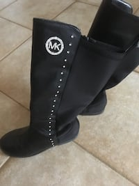 black leather side-zip boots size 2 Barrie