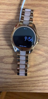michael kors  smart watch 264 mi