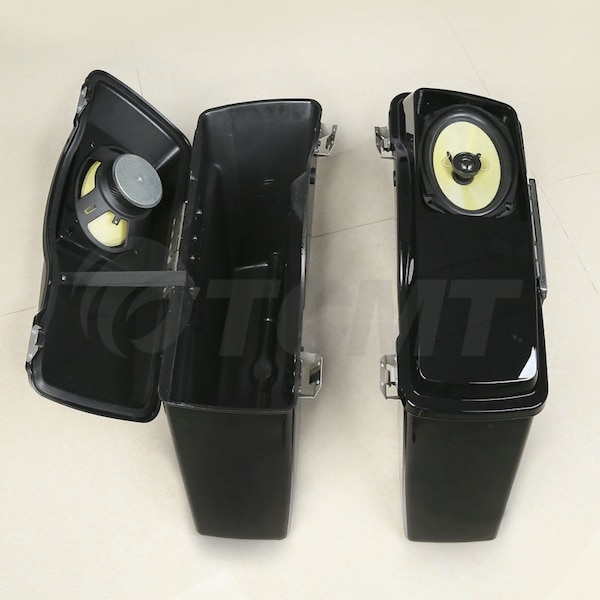 Hard Saddlebags with speakers