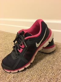 black-and-red Nike running shoes Aurora, L4G 2S1