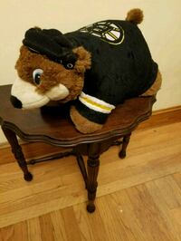 Bruins pillow from smoke free home. Cranston, 02920