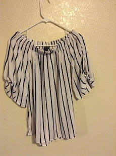 black and white stripe scoop neck elbow sleeve shirt
