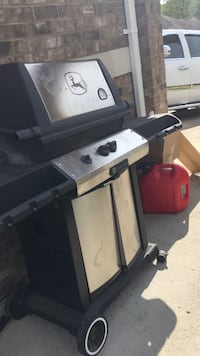 Black and gray gas grill Nashville, 37115