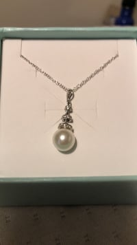 Sterling silver necklace with pearl pendant Middleburg, 20117