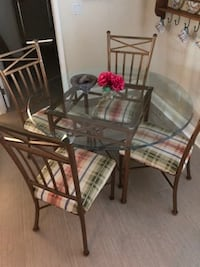 Dining Set; glass table with 4 chairs!