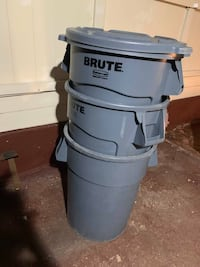 Brute Heavy Duty Garbage Can New York, 11422